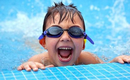 ¿Afecta el cloro de la piscina a los dientes? - Espacio Dental Jaén