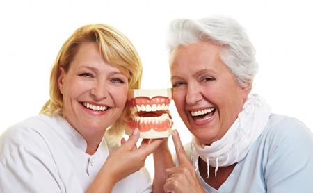 El envejecimiento y la salud oral - Espacio Dental Jaén