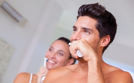 8 errores que cometes al cepillarte los dientes - Espacio Dental Jaén