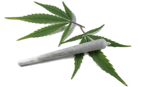 Fumar cannabis aumenta el riesgo de periodontitis - Espacio Dental Jaén