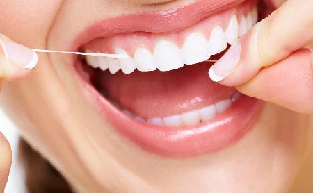 ¿Hay que usar el hilo dental? - Espacio Dental Jaén