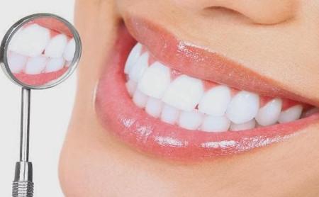 Los peligros de los blanqueamientos dentales caseros - Espacio Dental Jaén