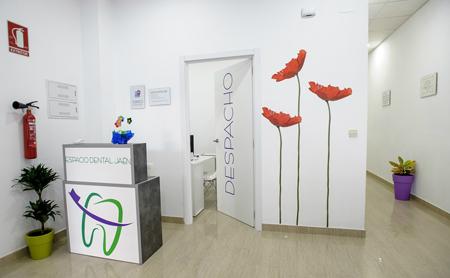 ¿Cuándo se abrió la primera clínica dental? - Espacio Dental Jaén